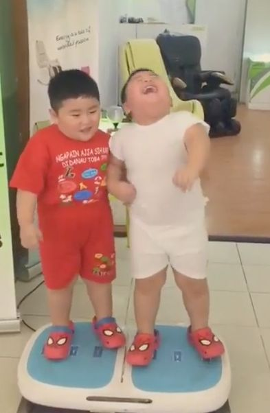 Two Toddlers On A Fat-Loss Vibration Plate Is The Joy We All