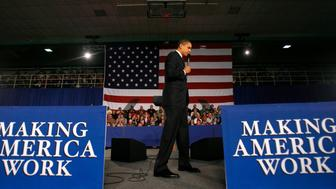 U.S. President Barack Obama takes part in a town hall meeting at Concord Community High School in Elkhart, Indiana, February 9, 2009.    REUTERS/Jim Young    (UNITED STATES)