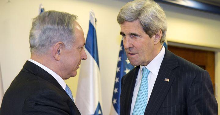 US Secretary of State John Kerry (R) meets with Israeli Prime Minister Benjamin Netanyahu in Jerusalem on March 31, 2014.
