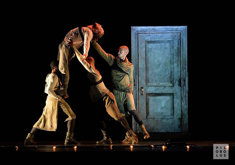 Pilobolus in Javier De Frutos' <em>Thresh|Hold</em>