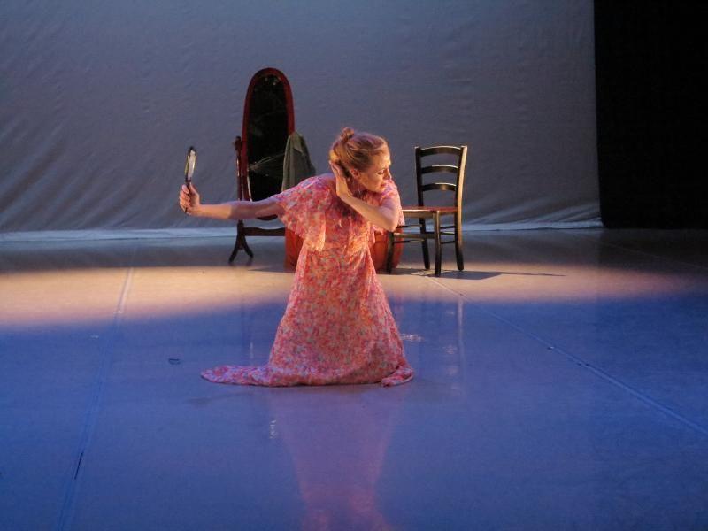 Erika Dankmeyer in Deborah Zall's <em>Amanda</em>