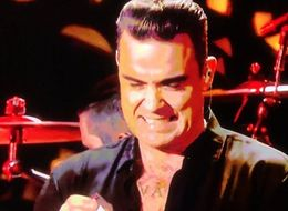 Robbie Williams Sees In 2017 By Sanitising His Hands After Touching British Public