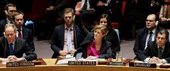U.S. ambassador to the UN, Samantha Power, raises her hand to abstain from UN Security Council Res. 2334.