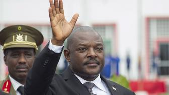 Burundi's President Pierre Nkurunziza bids farewell to his South African counterpart Jacob Zuma (not in the picture) as he departs at the airport after an Africa Union-sponsored dialogue in an attempt to end months of violence in the capital Bujumbura, February 27, 2016. The African Union will send 100 human rights monitors and 100 military monitors to Burundi, South Africa's president said on Saturday after a trip to the tiny nation that is facing its worst crisis since a civil war ended a decade ago. REUTERS/Evrard Ngendakumana