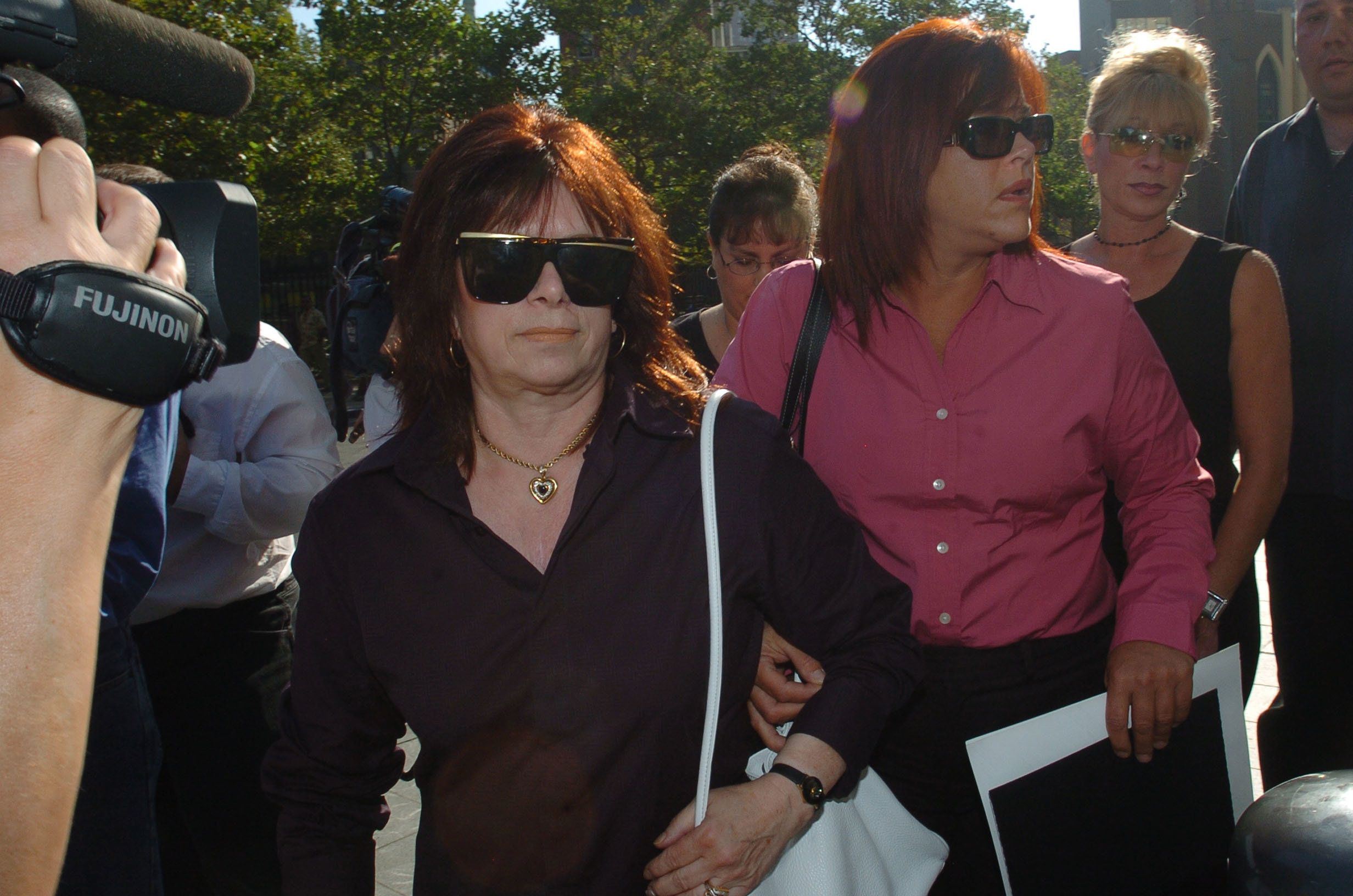 """Victoria Gotti, widow of former mob boss John Gotti, arrives for the trial of her son, John A. Gotti, also known as """"Junior"""" Gotti, at Manhattan Federal Court in New York August 22, 2005. Gotti faces an array of charges including conspiracy to kidnap Guardian Angels founder Curtis Sliwa more than a decade ago. REUTERS/Keith Bedford  XX/TY"""