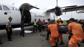 Rescue team members carry the body of one of the victims recovered from the crash site at Oksob village into Trigana Air airplane in Oksibil airport, Bintang Mountain district, Papua province, Indonesia, August 19, 2015 in this photo taken by Antara Foto. All 54 people on board the Trigana Air aircraft were killed in the crash in Indonesia's Papua province, the latest in a string of aviation disasters in the Southeast Asian archipelago, officials said on Tuesday. REUTERS/Andika Wahyu/Antara Foto ATTENTION EDITORS - THIS IMAGE HAS BEEN SUPPLIED BY A THIRD PARTY. IT IS DISTRIBUTED, EXACTLY AS RECEIVED BY REUTERS, AS A SERVICE TO CLIENTS. FOR EDITORIAL USE ONLY. NOT FOR SALE FOR MARKETING OR ADVERTISING CAMPAIGNS MANDATORY CREDIT. INDONESIA OUT. NO COMMERCIAL OR EDITORIAL SALES IN INDONESIA.
