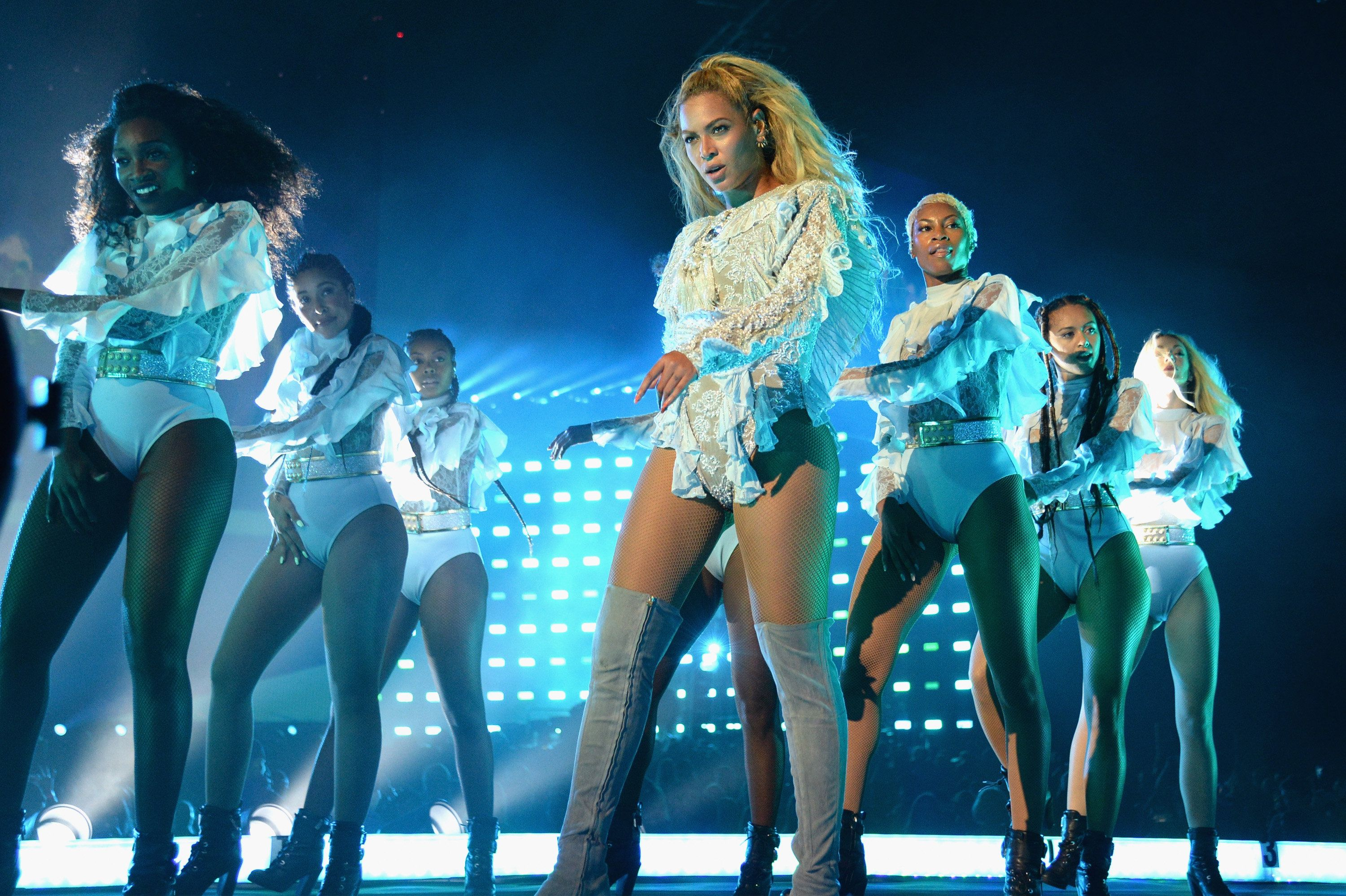2017 Is Already Looking Up Because Beyoncé Is Headlining