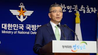 SEOUL, SOUTH KOREA - JULY 13:  South Korean Defense Ministry's Deputy Minister for Policy Yoo Jeh-Seung speaks about deploying the Terminal High-Altitude Area Defense (THAAD) during a press conference on July 13, 2016 in Seoul, South Korea. South Korea's defense ministry announced on July 13, 2016 to deploy a U.S. military's THAAD anti-missile defense unit in Seongju county amid the escalating tension with the neighboring China and North Korea.  (Photo by Kim Min-Hee-Pool/Getty Images)