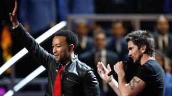 HOUSTON - NOVEMBER 13:  Musicians John Legend (L) and Juanes perform onstage during the 9th annual Latin GRAMMY awards held at the Toyota Center on November 13, 2008 in Houston, Texas.  (Photo by Kevin Winter/Getty Images)