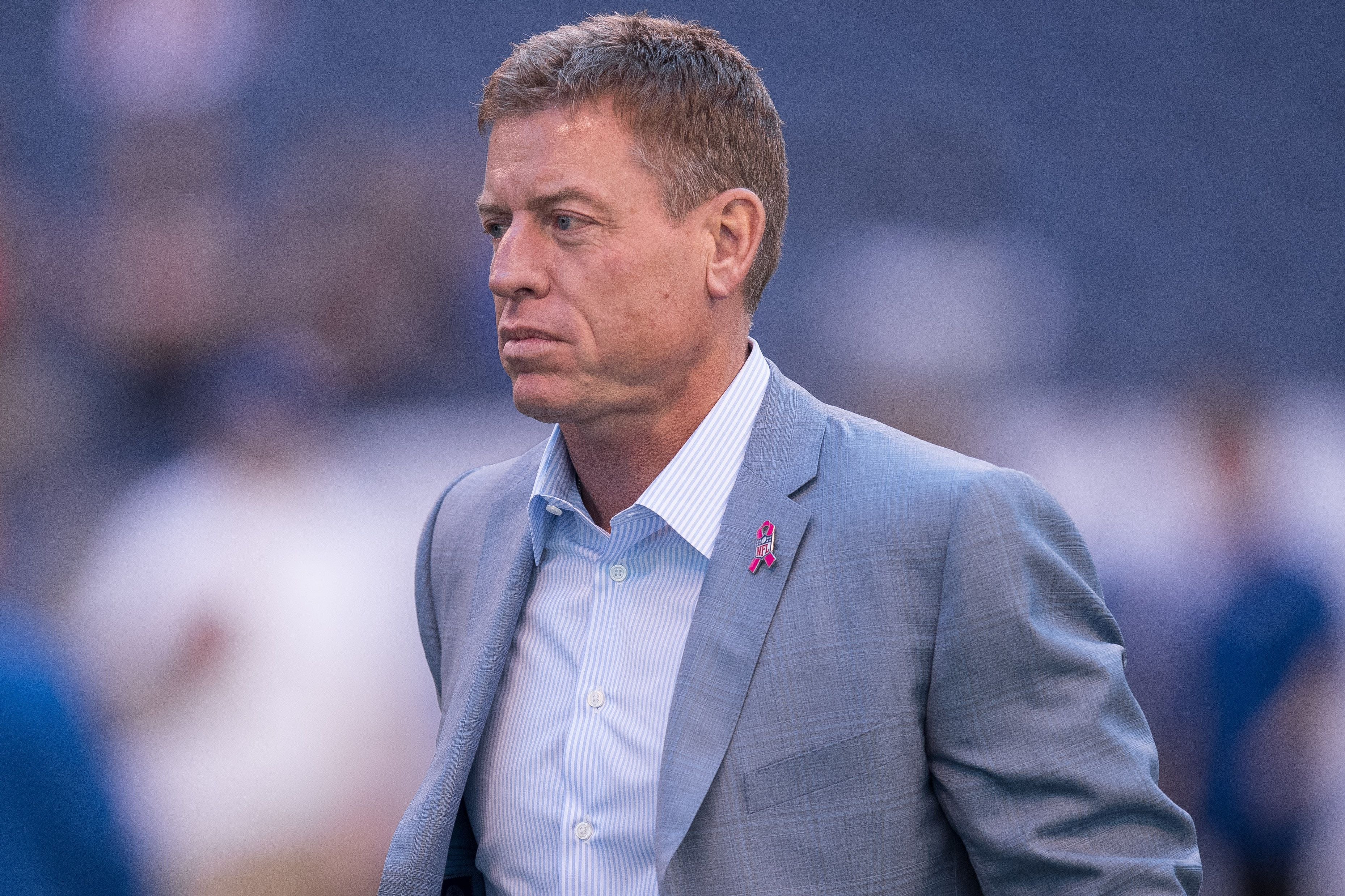 October 9, 2016: FOX Sports broadcaster Troy Aikman on the field before the NFL game between the Chicago Bears and Indianapolis Colts at Lucas Oil Stadium in Indianapolis, IN.  (Photo by Zach Bolinger/Icon Sportswire via Getty Images)