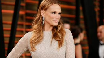 Molly Sims arrives at the 2014 Vanity Fair Oscars Party in West Hollywood, California March 2, 2014. REUTERS/Danny Moloshok (UNITED STATES TAGS: ENTERTAINMENT) (OSCARS-PARTIES)