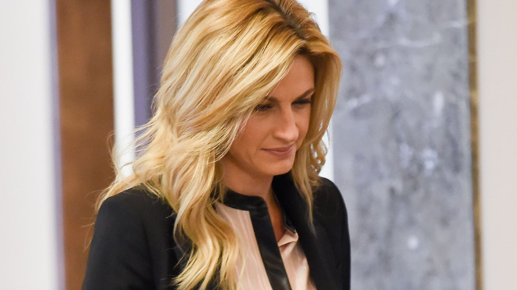 Erin Andrews Has Emotional Day In Court Before Jurors View Nude Video  Huffpost-7937