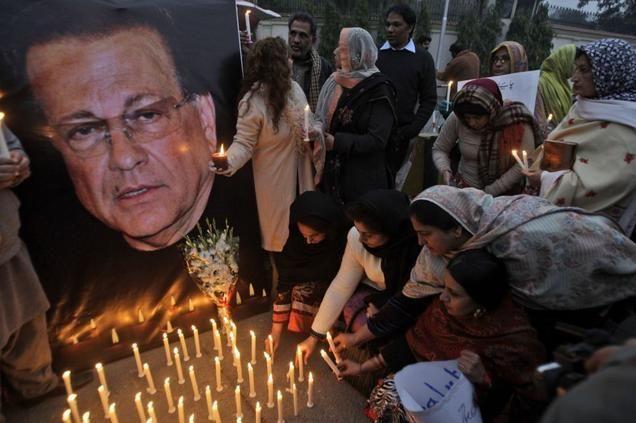 Pakistanis light candles in commemoration of slain governor of Punjab Salman Taseer in Lahore on Jan. 7, 2011.