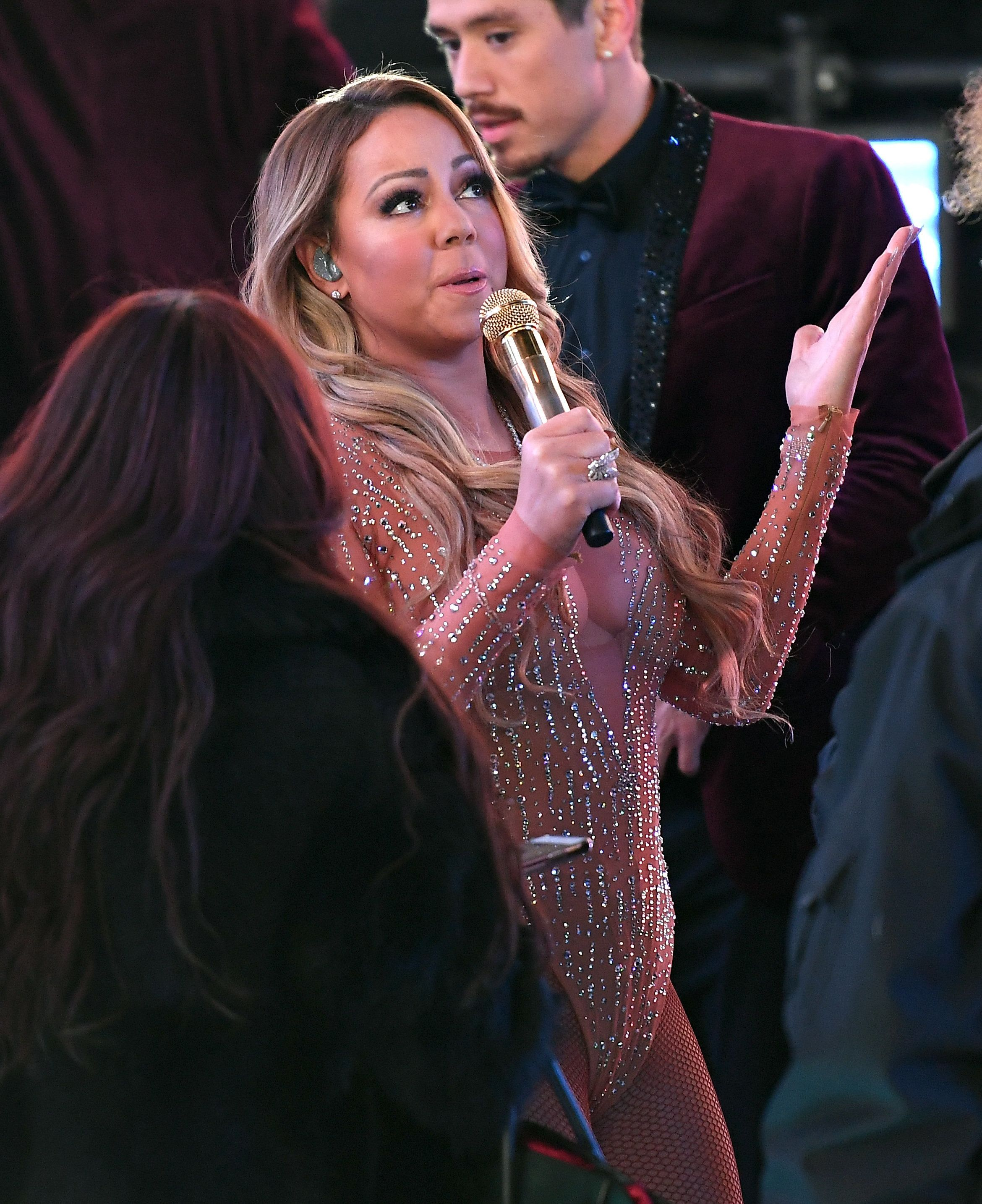 Mariah Carey performs during New Year's Eve celebrations in Times Square on December 31, 2016 in New York.  / AFP / ANGELA WEISS        (Photo credit should read ANGELA WEISS/AFP/Getty Images)