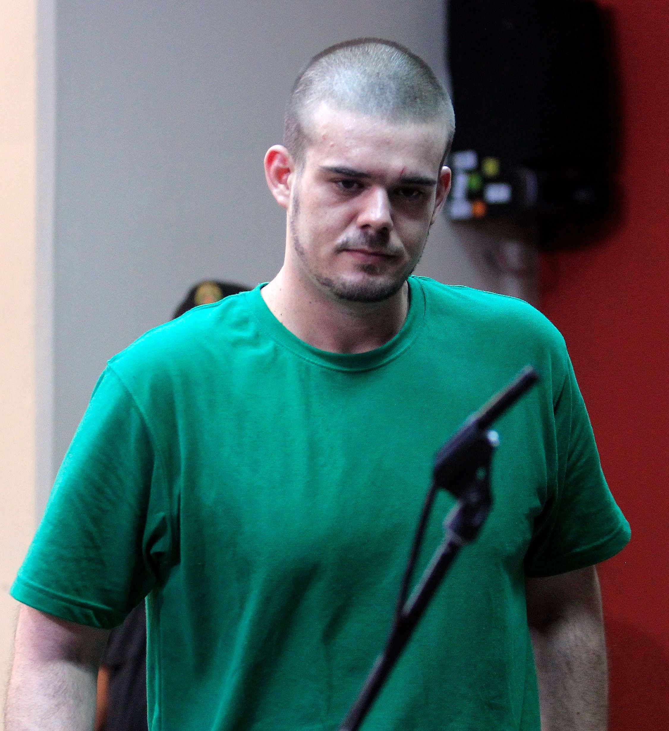 Dutch citizen Joran Van der Sloot walks inside the courtroom during the reading of his verdict, in the Lurigancho prison in Lima January 13, 2012. Van der Sloot was sentenced to 28 years in prison by a Peruvian court on Friday for killing Stephany Flores in Lima in 2010, exactly five years after 18-year-old Alabama native Natalee Holloway disappeared on the island of Aruba after spending time with him.       REUTERS/Pilar Olivares (PERU - Tags: CRIME LAW POLITICS)