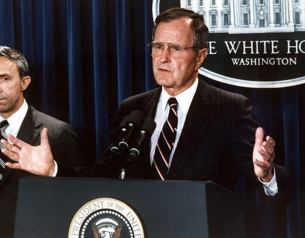 WASHINGTON, :  US President George Bush (R) announces 23 July 1990, his nomination, New Hampshire appellate judge David Soute