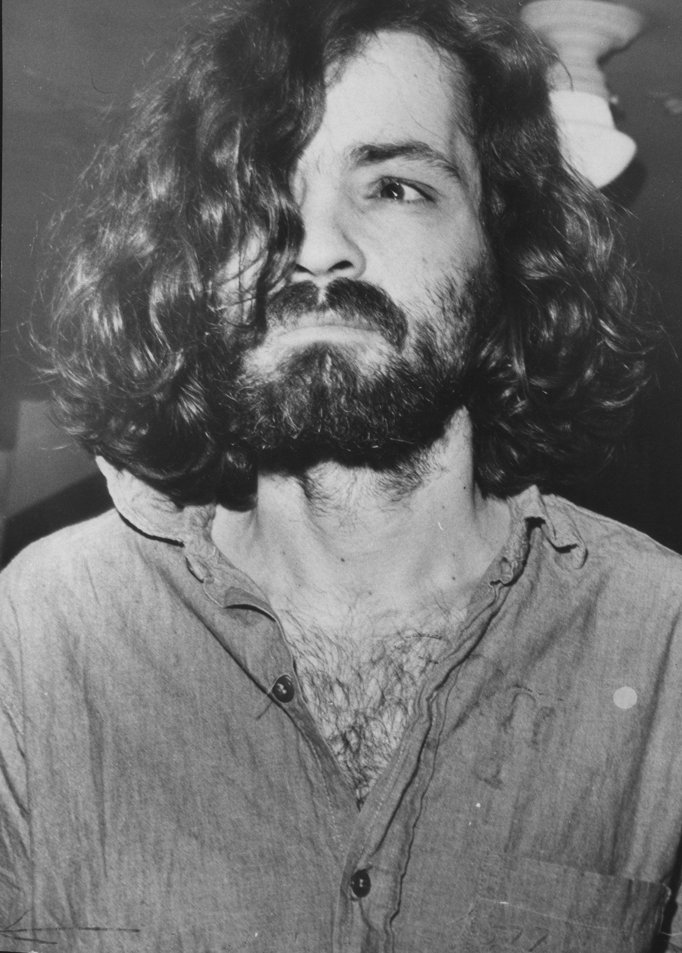 LOS ANGELES, CA : Charles Manson on his way to court in 1970. (Photo by Los Angeles Times via Getty Images)