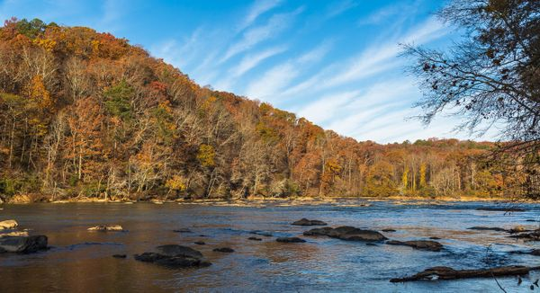 TheChattahoochee River isnavigable via kayak, raft, tube or stand-up paddle board.These awesomeactivi