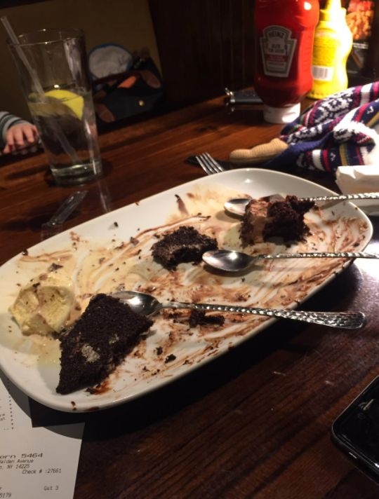 15 People Whose New Year's Diet Failed At The First