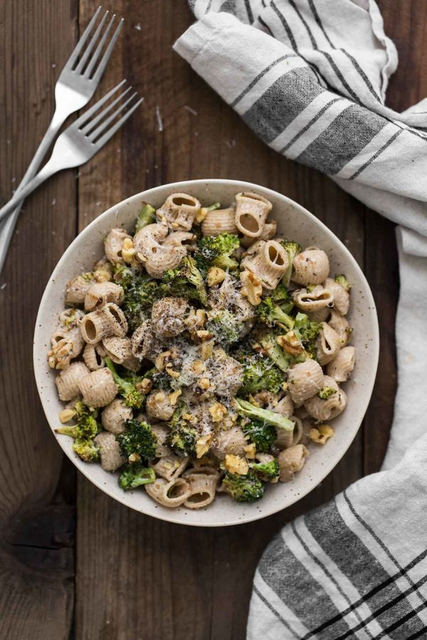 """<strong>Get the <a href=""""https://naturallyella.com/roasted-broccoli-pasta/"""" target=""""_blank"""">Roasted Broccoli Pasta with Roast"""