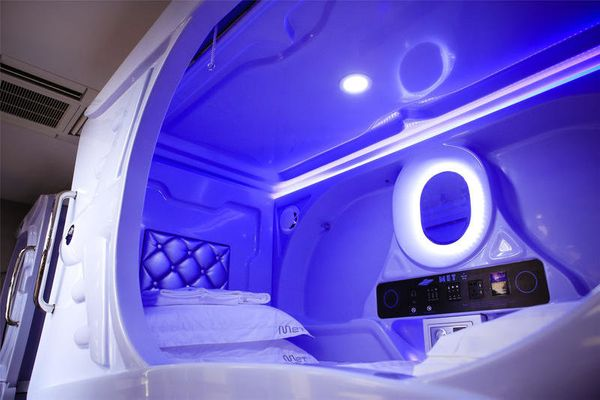 """Get a taste of the <a href=""""http://www.huffingtonpost.com/2014/08/07/nine-hour-hotel_n_5642020.html"""">capsule hoteltrend"""