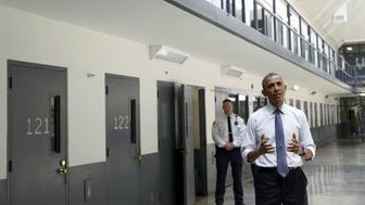 U.S. President Barack Obama speaks during his visit to the El Reno Federal Correctional Institution outside Oklahoma City July 16, 2015.  Obama is the first sitting president to visit a federal prison.      REUTERS/Kevin Lamarque