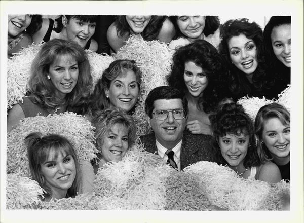 Marvin Hameyson poses with canorous girls from his new musical smile about beauty contests. The other Gentlemen with Heimlich