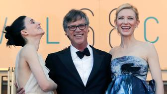 """Director Todd Haynes (C), cast members Rooney Mara (L) and Cate Blanchett pose on the red carpet as they arrive for the screening of the film """"Carol"""" in competition at the 68th Cannes Film Festival in Cannes, southern France, May 17, 2015.            REUTERS/Regis Duvignau"""