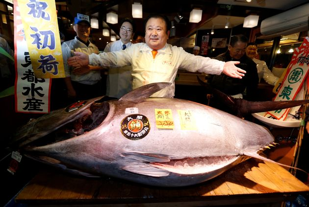 Tuna fetches $614000 at Tokyo's famed New Year's fish auction