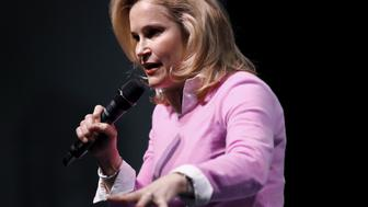 Heidi Cruz introduces her husband U.S. Republican presidential candidate Ted Cruz at a rally at Ground Zero in Myrtle Beach, South Carolina, February 10, 2016.  REUTERS/Randall Hill