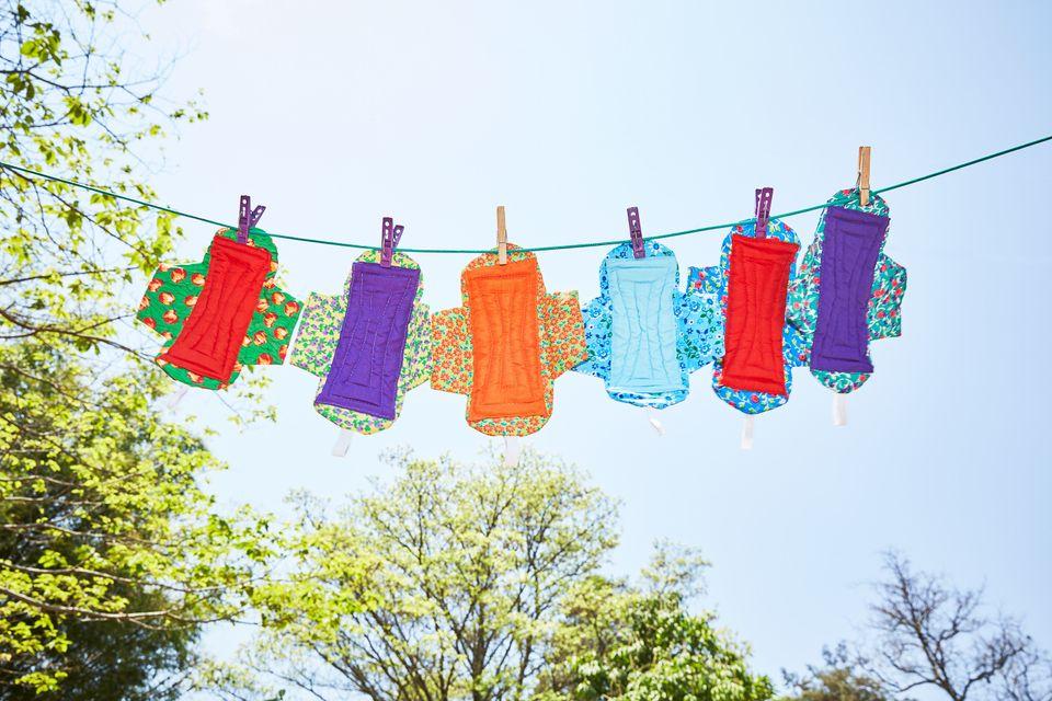 生理用ナプキンが女の子たちの人生を変えている。写真家がマラウイで撮った、未来への一歩(画像)