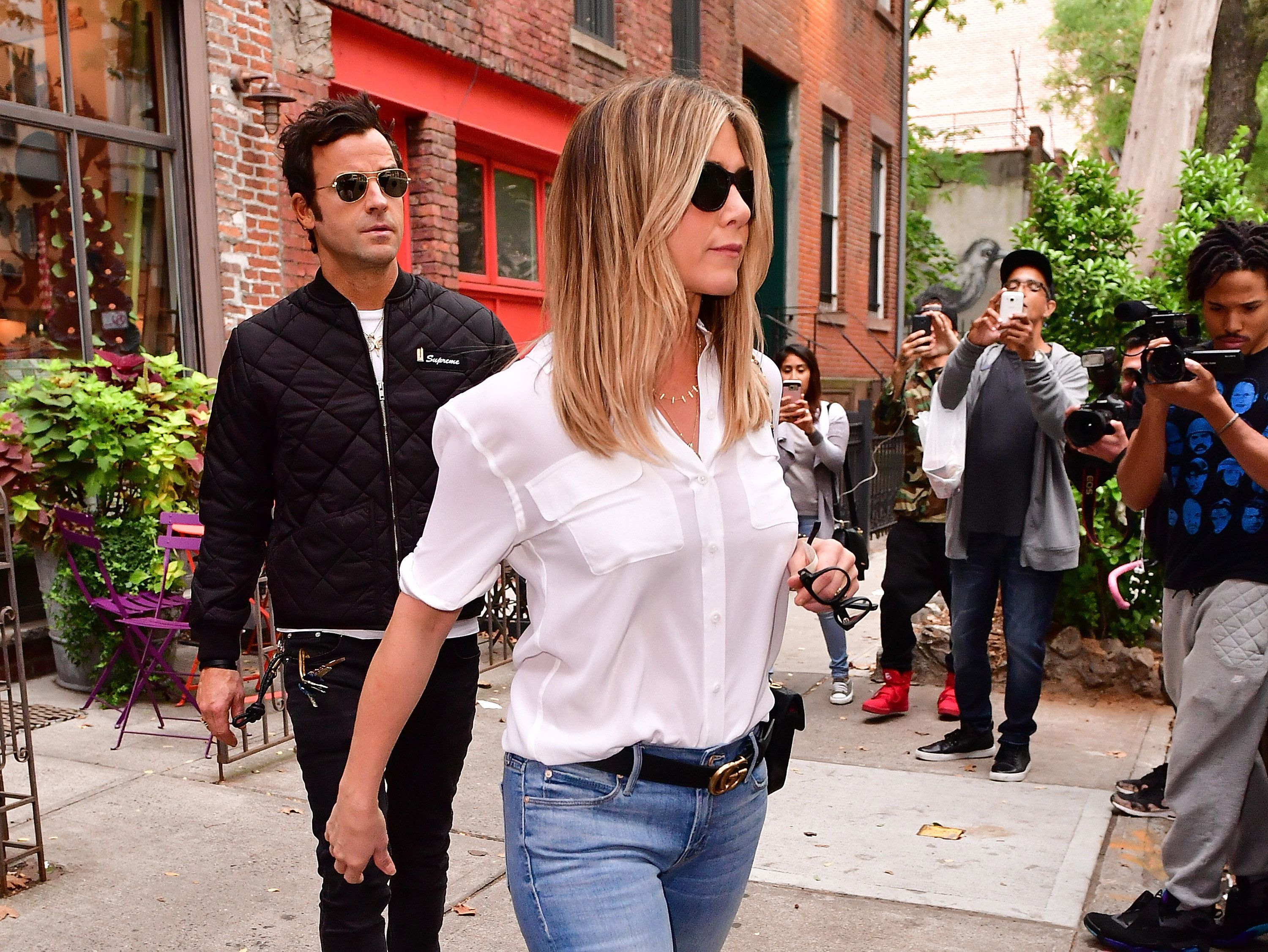 NEW YORK, NY - SEPTEMBER 28:  Justin Theroux and Jennifer Aniston seen on the streets of Manhattan on September 28, 2016 in New York City.  (Photo by James Devaney/GC Images)
