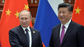 Russian President Vladimir Putin (L) meets with his Chinese counterpart Xi Jinping ahead of the G20 Summit in Hangzhou, China, September 4, 2016. Sputnik/Kremlin/Alexei Druzhinin/via REUTERS ATTENTION EDITORS - THIS IMAGE WAS PROVIDED BY A THIRD PARTY. EDITORIAL USE ONLY.