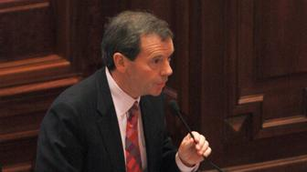 Illinois Seanate president John Cullerton casts his Yes vote during a motion to sustain and remove Illinois Governor Rod Blagojevich at the state capitol in Springfield, Illinois January 29, 2009. Blagojevich was convicted of impeachment charges and removed from office on Thursday, eight weeks after he was arrested on charges of trying to sell the U.S. Senate seat once held by President Barack Obama. The Illinois Senate, acting as a jury, voted 59-0 to oust the two-term Democrat immediately. The decision came after Blagojevich made a passionate 11th-hour plea to the body, begging the senators to reconsider. REUTERS/Frank Polich (UNITED STATES)