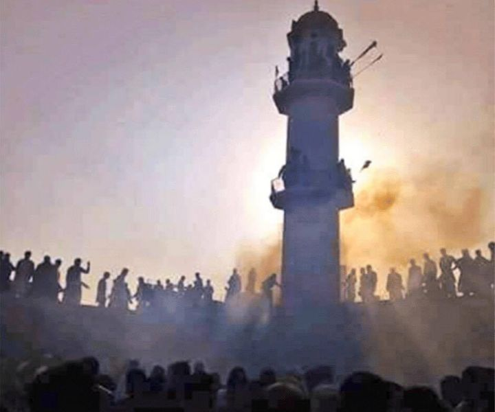 <p>A charged mob of around 1,000 besieged and burned down an Ahmadiyya Mosque in Chakwal, Punjab on December 12, 2016, on the occasion of the birthday of the Prophet Muhammad. </p>