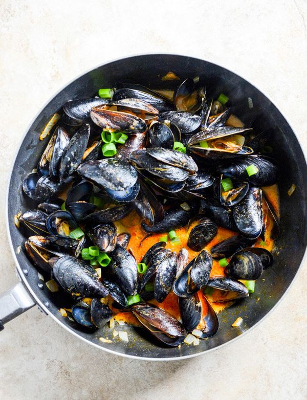 """<strong>Get the <a href=""""http://www.howsweeteats.com/2014/07/coconut-curry-mussels/"""" target=""""_blank"""">Coconut Curry Mussels re"""