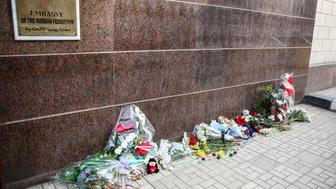 CAIRO, EGYPT - NOVEMBER 01: A group of Egyptian citizens leave flowers and toys for the 217 passengers on Kogalymavia Flight 9268, who lost their lives after plane crash in Sinai Peninsula, in front of Russian Embassy in Cairo, Egypt on November 01, 2015. The A321, operated by the Russian airline under the brand name Metrojet, was carrying holiday makers from the Red Sea resort of Sharm el-Sheikh to St Petersburg when it went down soon after daybreak on Saturday. (Photo by Ibrahim Ramadan /Anadolu Agency/Getty Images)