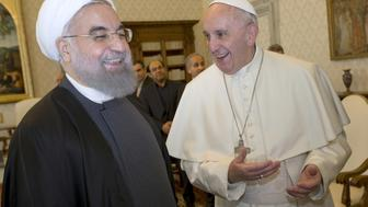 Iran President Hassan Rouhani (L) smiles with Pope Francis at the Vatican January 26, 2016.  REUTERS/Andrew Medichini/Pool