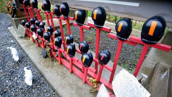 Helmets adorn a memorial made by local residents to honor the 29 West Virginian coal miners that lost their lives on April 5, 2010 in the Upper Big Branch mining disaster, on Route 3 near Whitesville, West Virginia April 13, 2015. Alpha Natural Resources Inc must pay for the legal defense of Donald Blankenship, who is facing a criminal trial over the 2010 Upper Big Branch mining disaster, when he headed Alpha's Massey Energy Co business, a Delaware judge ruled May 28, 2015.  Picture taken April 13, 2015.   REUTERS/Chris Tilley