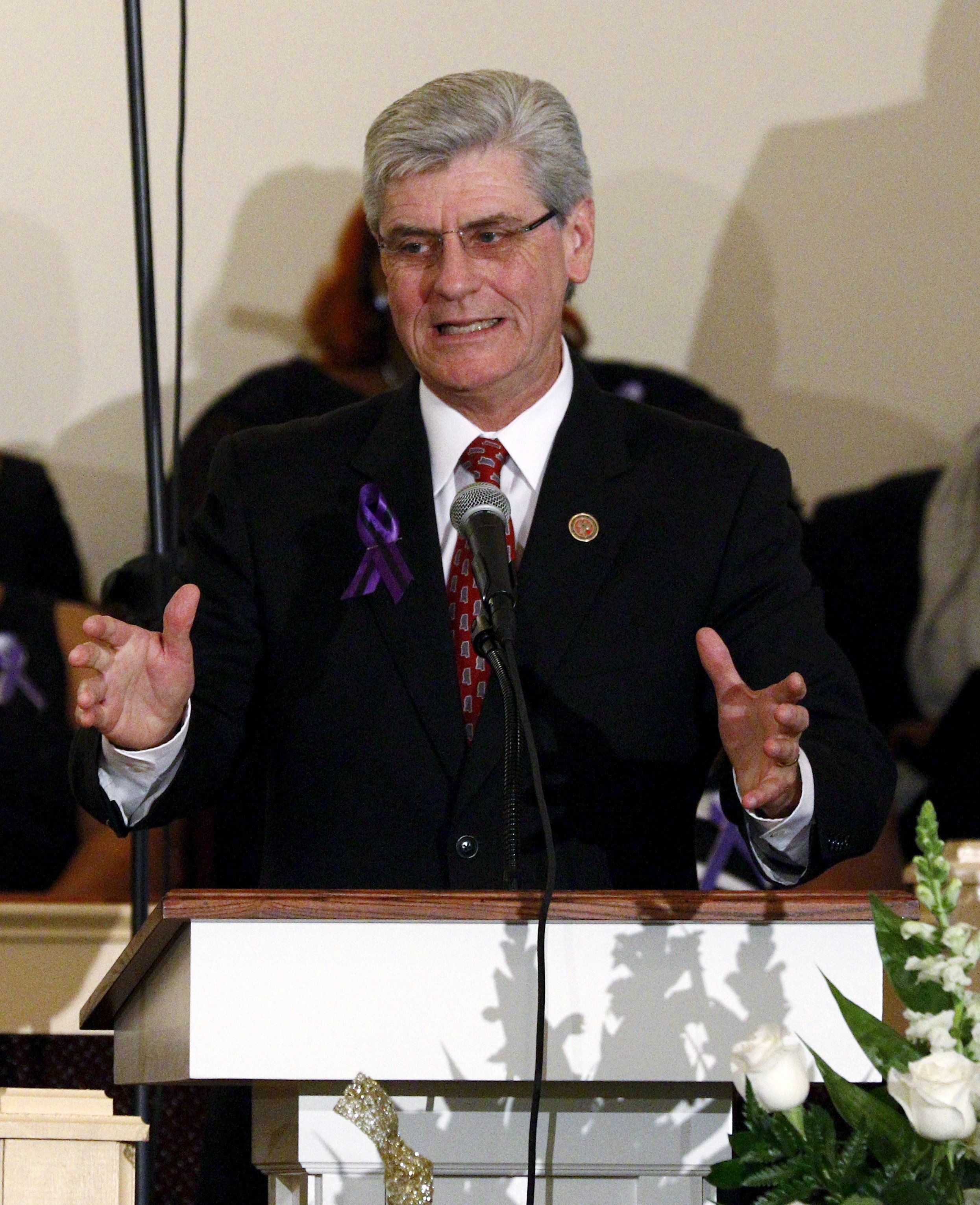Mississippi Governor Phil Bryant speaks at B.B. King's funeral in Indianola, Mississippi May 30, 2015. King, who took his music from rural juke joints to the mainstream and inspired a generation of guitarists from Eric Clapton to Stevie Ray Vaughan, died in Las Vegas on May 14, 2015. He was 89.     REUTERS/Rogelio V. Solis/Pool