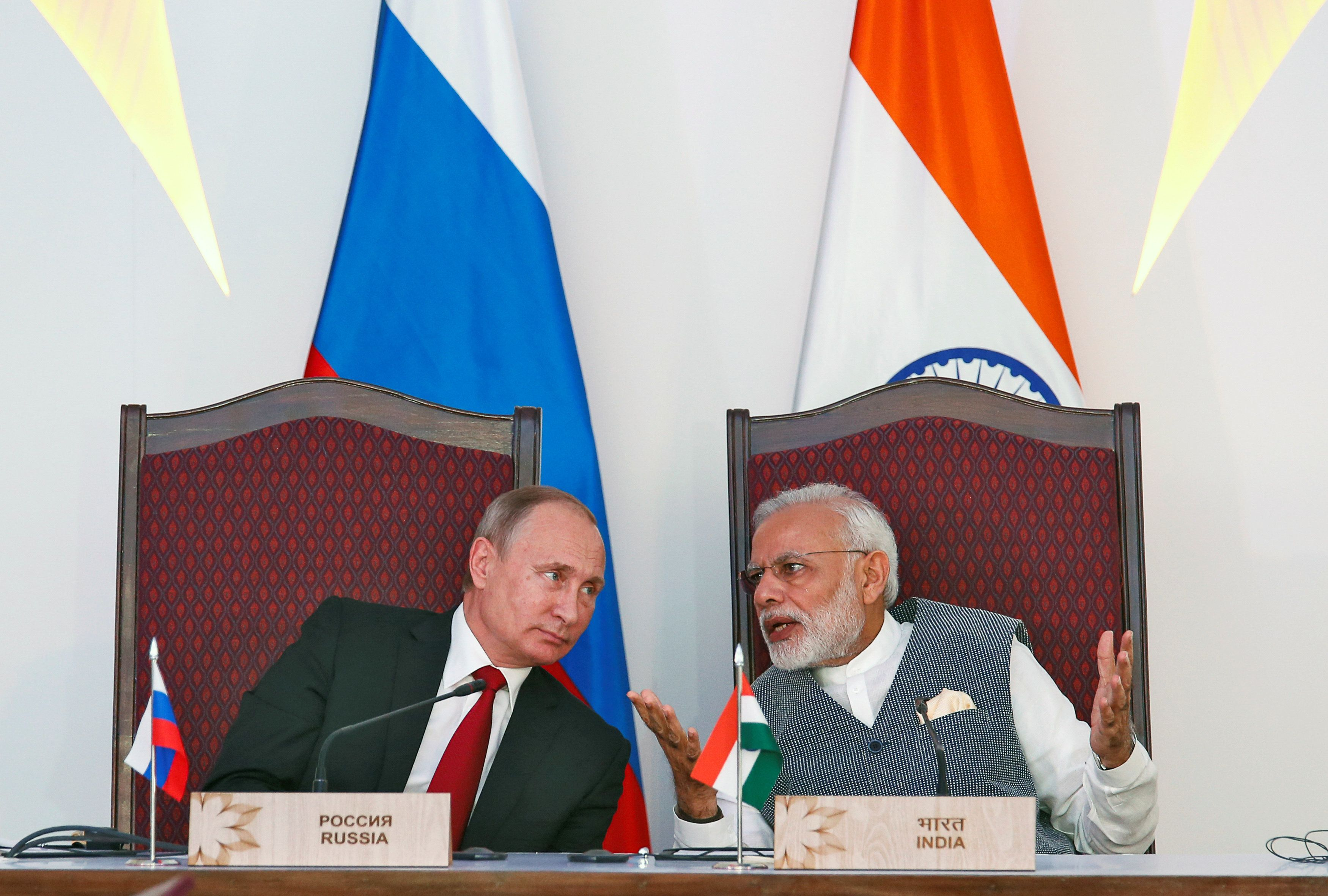 India's Prime Minister Narendra Modi (R) speaks with Russian President Vladimir Putin during an exchange of agreements event after the India-Russia Annual Summit in Benaulim, in the western state of Goa, India, October 15, 2016. REUTERS/Danish Siddiqui