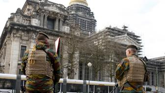 Belgian soldiers stand guard in front of the Brussels' Palace of Justice, January 22, 2016. Belgium has arrested two more men suspected of links to the Paris attacks on Nov. 13 in which 130 people were killed, the Belgian federal prosecutor's office said on Thursday.   REUTERS/Francois Lenoir