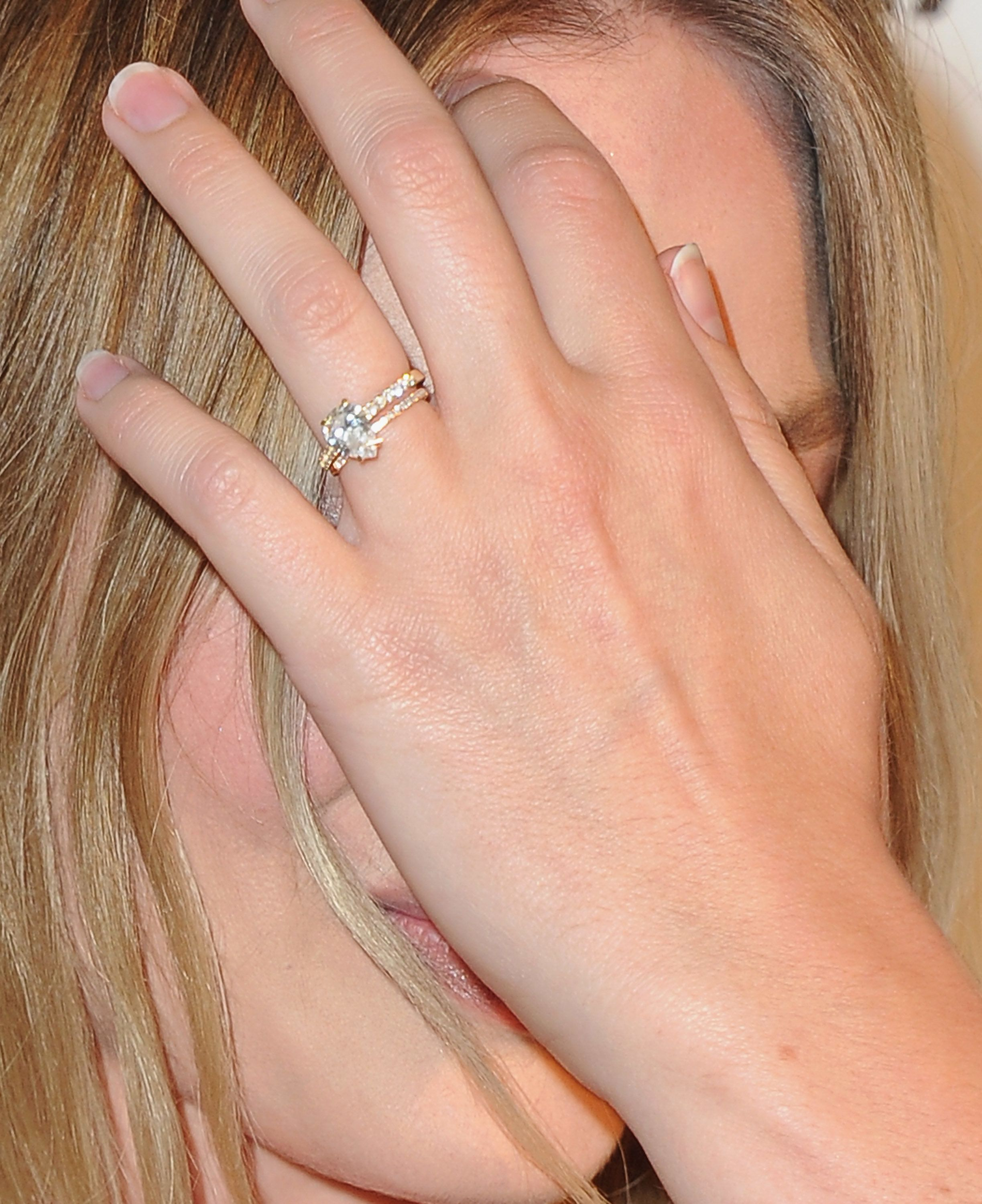 Margot Robbie Flashes Her Gorgeous Wedding Rings On The Red Carpet