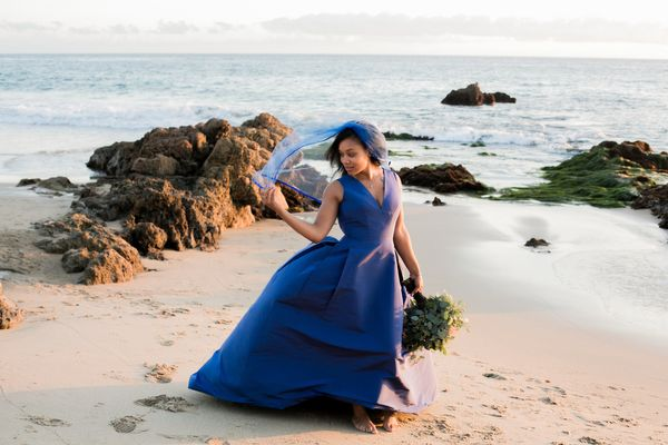 "<i>Gown by<a href=""http://www.carolinaherrera.com/"" target=""_blank"">Carolina Herrera</a></i>"