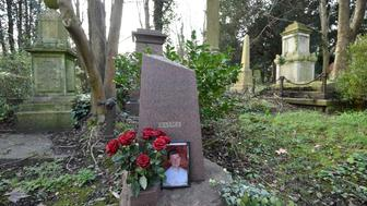 The grave of murdered ex-KGB agent Alexander Litvinenko is seen at Highgate Cemetery in London, Britain, January 21, 2016. President Vladimir Putin probably approved a Russian intelligence operation to Alexander Litvinenko, a judge led-British inquiry into the 2006 killing in London concluded. There was personal antagonism between the men and Putin and members of his administration had motives for killing him, the inquiry said. The Kremlin has always denied any involvement. REUTERS/Toby Melville