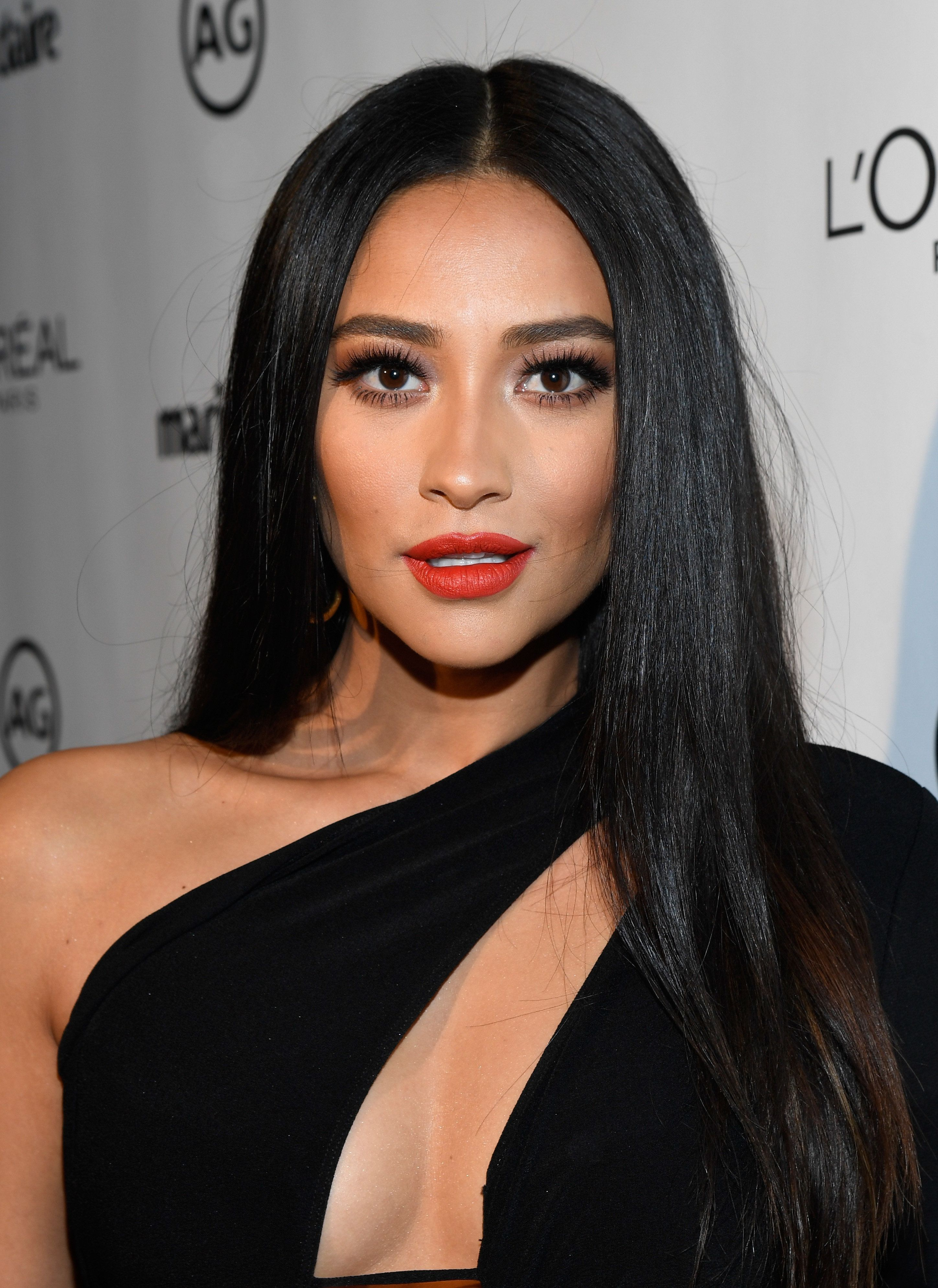 WEST HOLLYWOOD, CA - JANUARY 10:  Actress Shay Mitchell attends Marie Claire's Image Maker Awards 2017 at Catch LA on January 10, 2017 in West Hollywood, California.  (Photo by Matt Winkelmeyer/Getty Images for Marie Claire)
