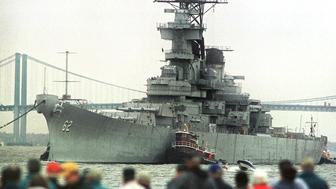BATTLESHIP-NEW JERSEY:WILMINGTON,DELAWARE,11NOV99 - The Battleship New Jersey leaves the Delaware Memorial Bridge behind as it passes a crowd at the Fox Point State Park near Wilmington, Delaware November 11. The U.S.S. New Jersey, a 48,000 ton battleship, and the most decorated battleship in U.S. Naval history, is headed to the Philadelphia Naval Yard before being turned over to New Jersey officials for preservation.  TMS