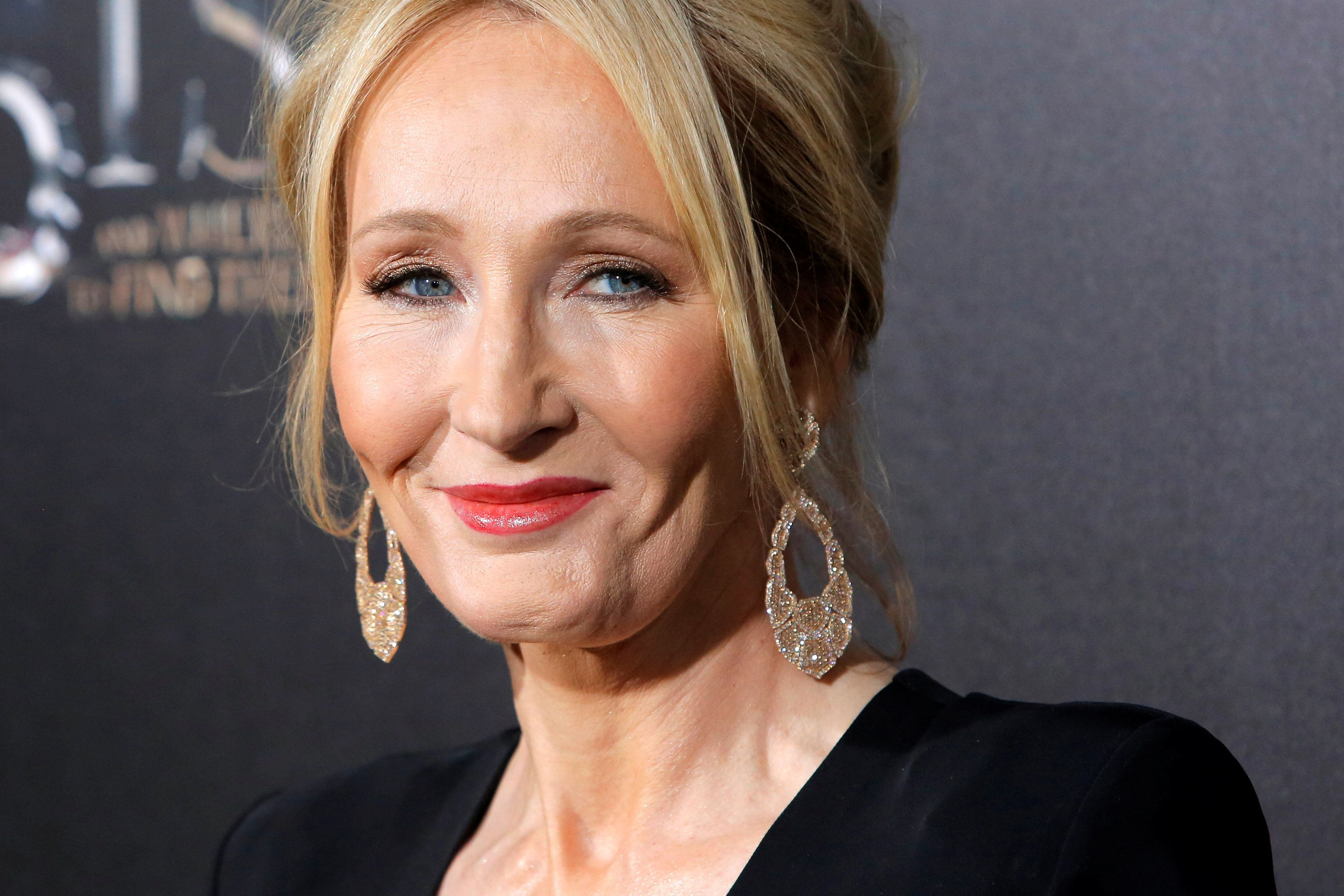 """Author J.K. Rowling attends the premiere of """"Fantastic Beasts and Where to Find Them"""" in Manhattan, New York, U.S., November 10, 2016.  REUTERS/Andrew Kelly"""