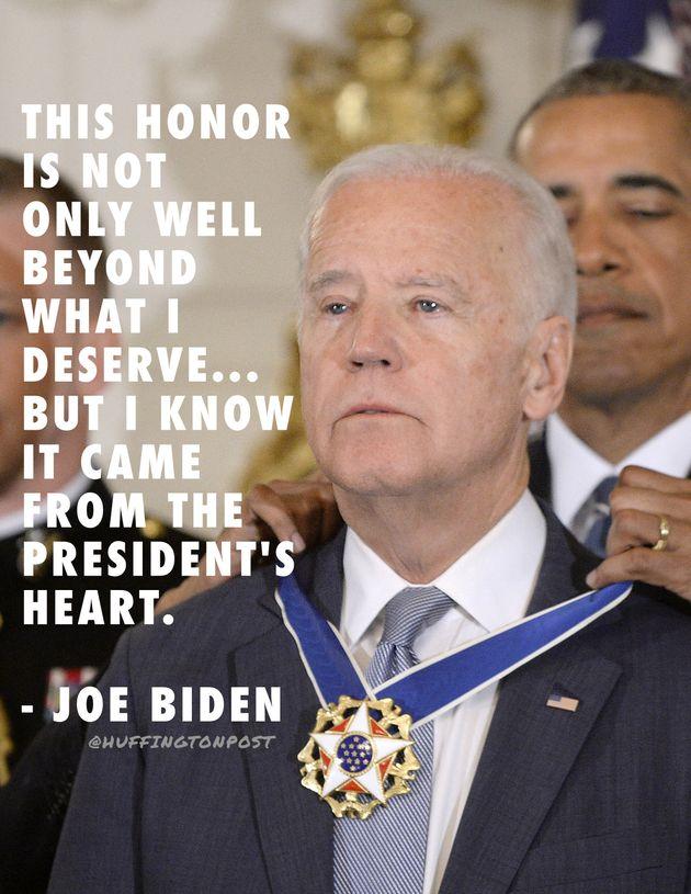 バイデン副大統領に大統領自由勲章をサプライズ授与 その瞬間、感極まって涙ぐむ(動画)