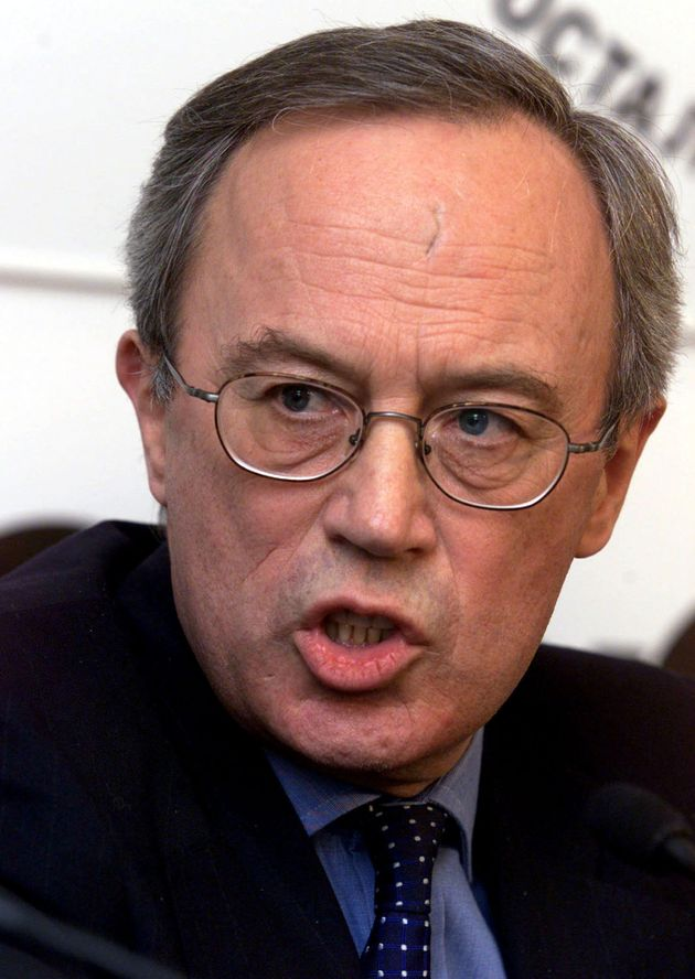 Former British ambassador Sir Andrew Wood has backed Christopher Steele over a controversial dossier...